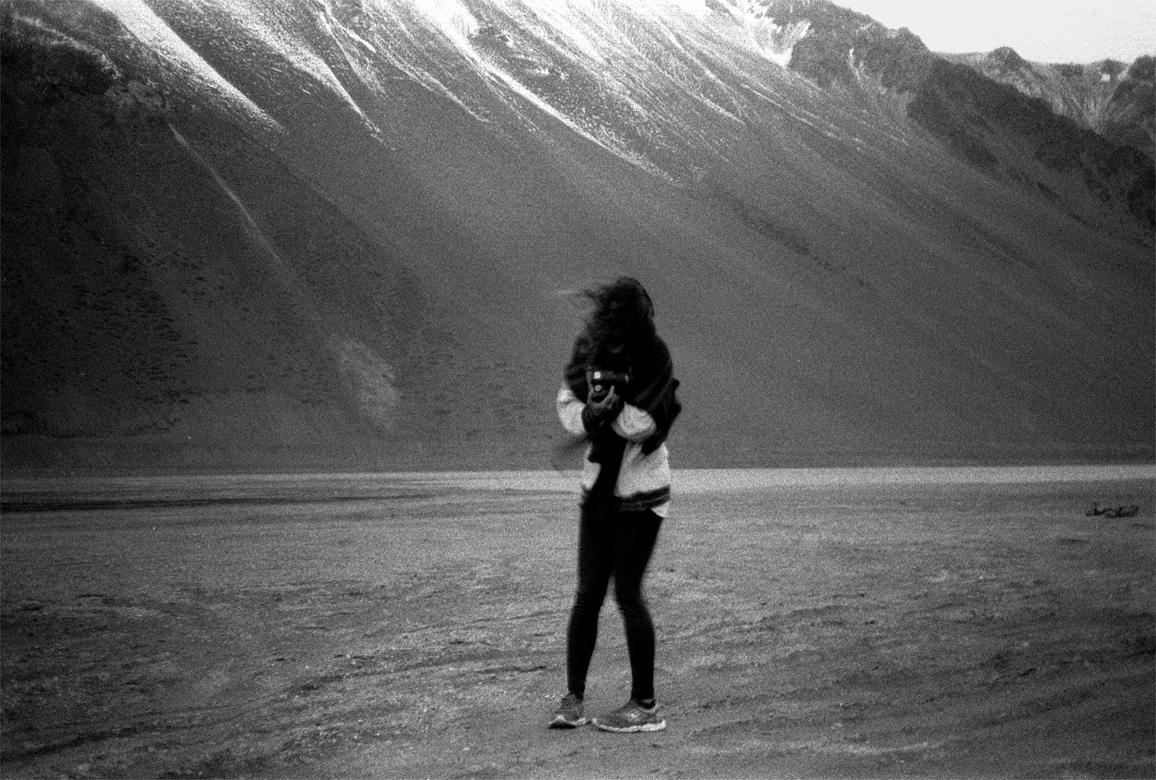 'ÊTRE v. (etr) 1. Ser / Estar: un momento en el paisaje cordillerano'. Exposición fotográfica de Andrés San Martín