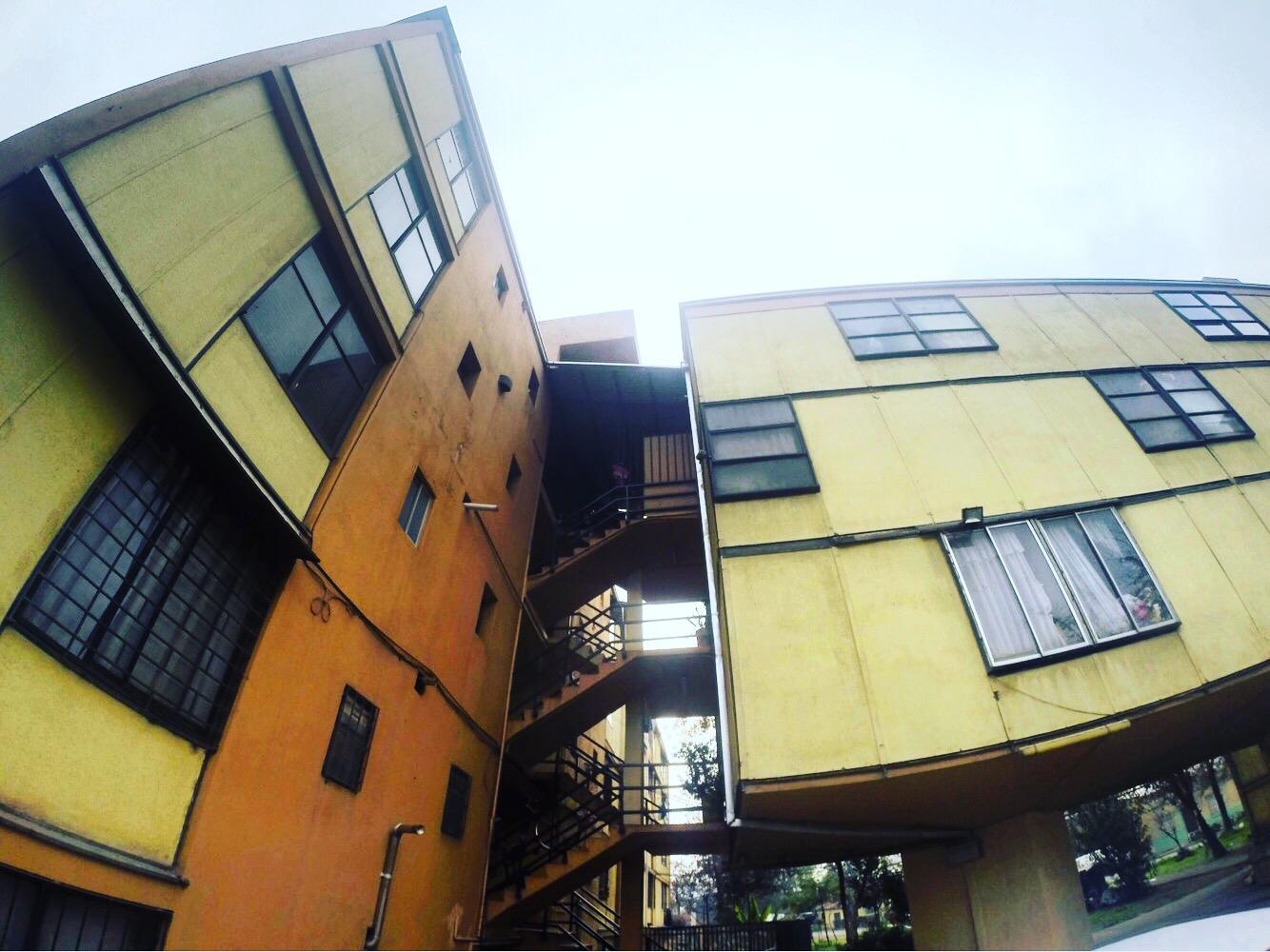 Jueves Adictos | Elogio de la vivienda social moderna